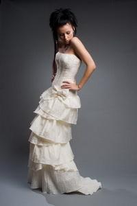 Идеальный вариант: объемные платья гофре, плиссе, кринолины или...