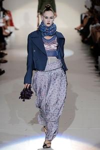 d7fd392d479 Брюки с расширенной проймой стали фаворитами женской моды совершенно  неожиданно  ведущие мировые кутюрье