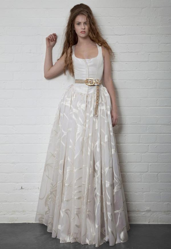 Считается, что свадьба - самое важное событие в жизни каждой женщины, поэтому свадебное платье можно считать важнейшим нарядом. Одна из самых эпатажных и